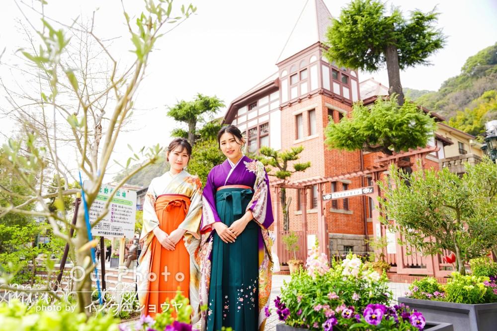 ふたりのカラフルな袴のコントラストが素敵な友フォトの撮影