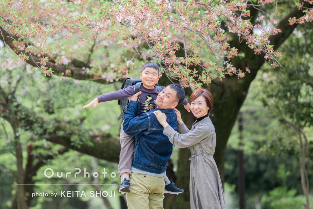 「子供もすぐに慣れてリラックス」小学校入学の記念に家族写真の撮影