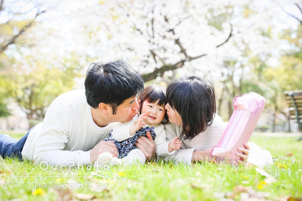 「人見知りすることなく、自然な笑顔」誕生日フォトを兼ねた家族写真撮影