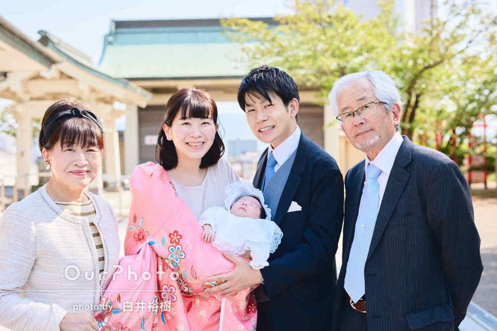 「自然な表情から笑顔までたくさん」桜色の産着が映えるお宮参りの撮影