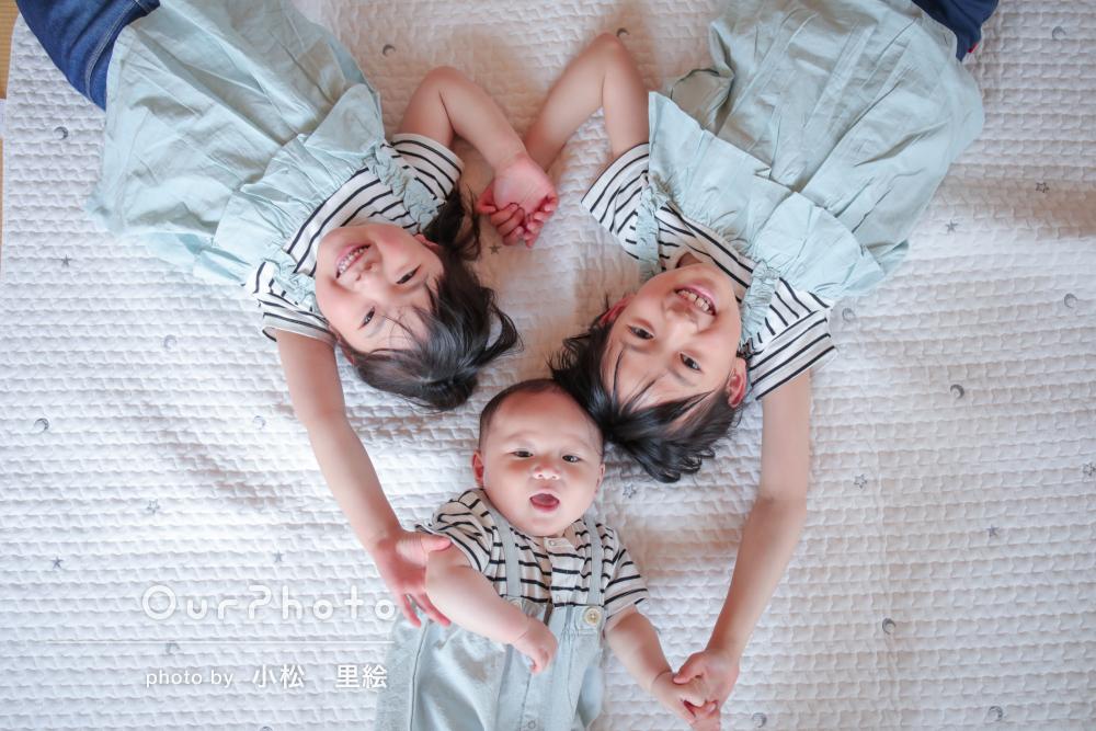 「子供たちの笑顔いっぱい」お揃いの服でハーフバースデイフォトの撮影