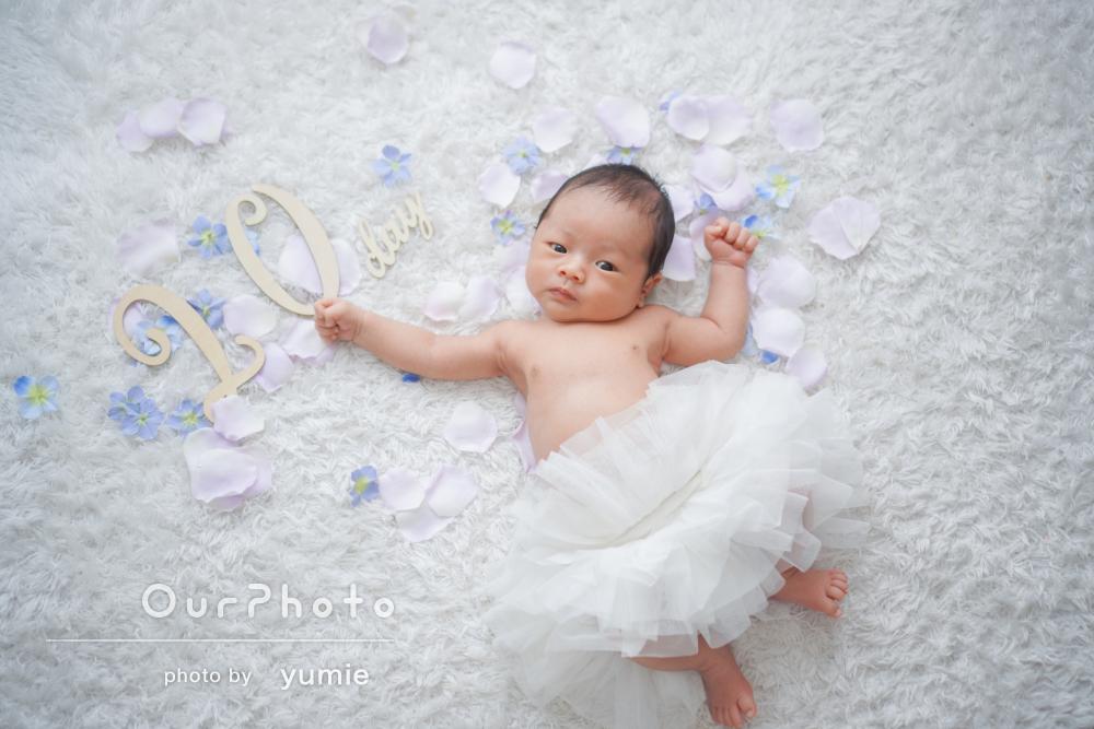 ご両親の赤ちゃんへの温かな視線が微笑ましいニューボーンフォトの撮影