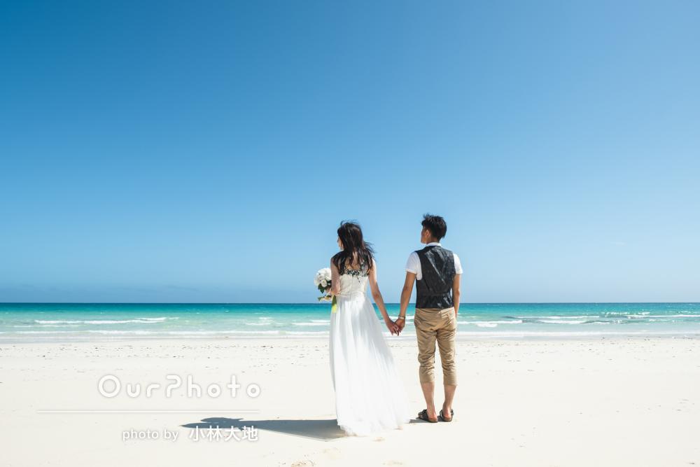 「緊張なく撮影できました」沖縄の綺麗な青い海辺でカップルフォトの撮影