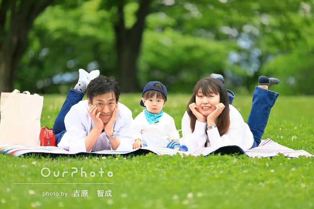 「素敵な写真を納品いただきました」花の咲き誇る公園で家族写真の撮影