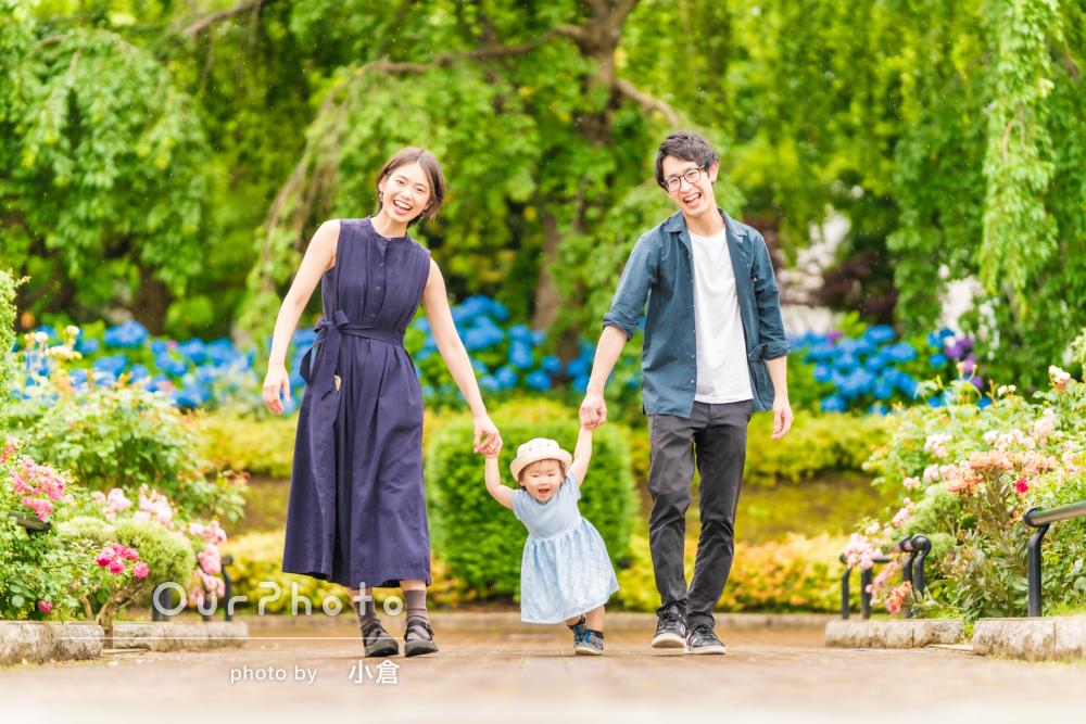 「思い出に残る写真をたくさん撮って」雨上がりの公園で家族写真の撮影
