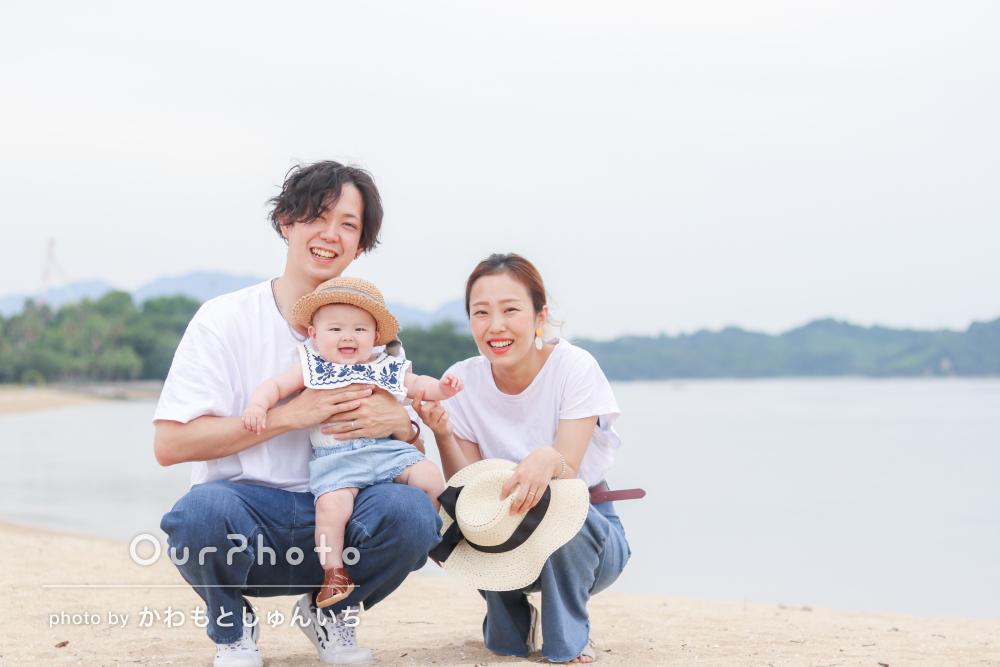 「とても綺麗でかつ自然体な写真」初夏の海辺で家族写真の撮影