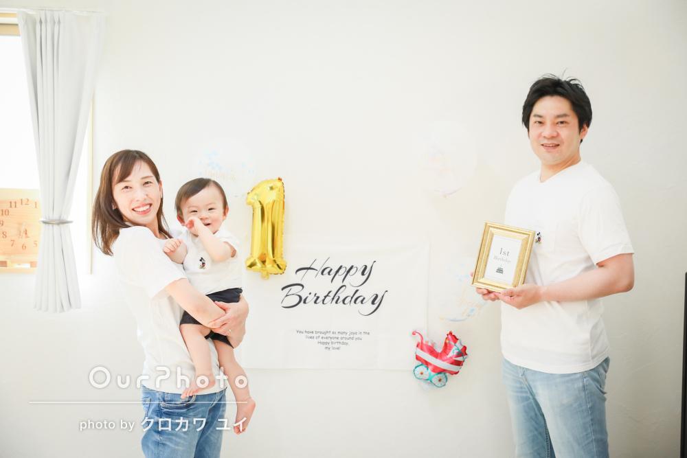 「一歳の息子もすぐに慣れてニコニコ」誕生日記念に家族写真の撮影