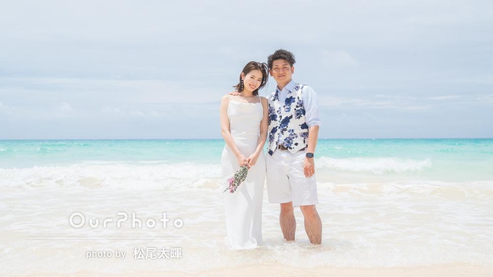 青い空と青い海、そして白い砂浜が美しい絶景でカップルフォトの撮影