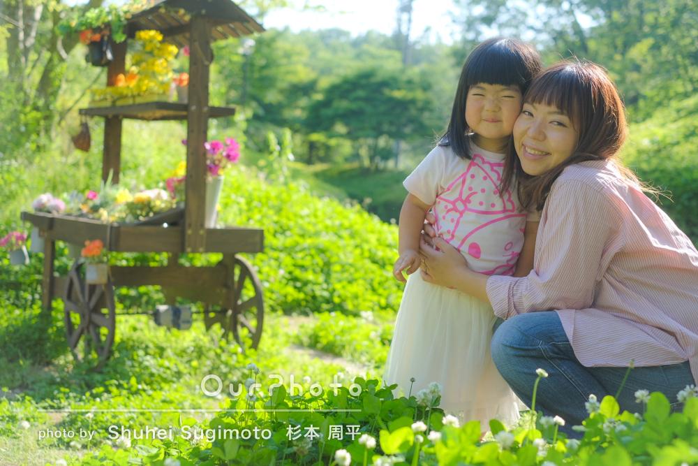 「自分たちでは絶対に撮れない」真剣な表情もかわいい!家族写真の撮影