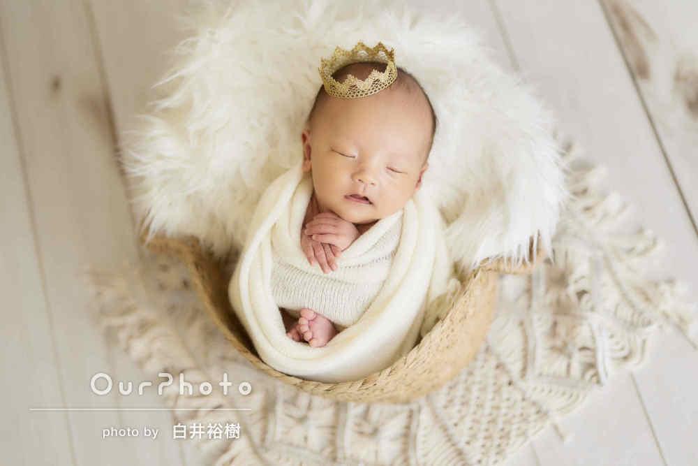 まるで小さい王子様!自宅で落ち着いた色合いのニューボーンフォトの撮影