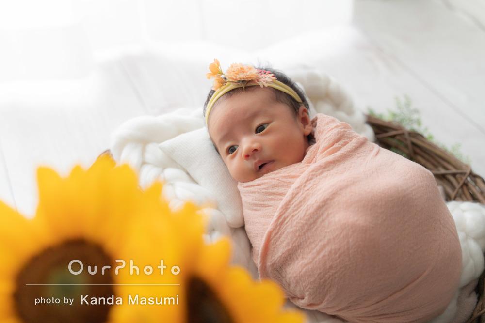 新生児のかわいさがぎゅっと詰まった優し気なニューボーンフォトの撮影
