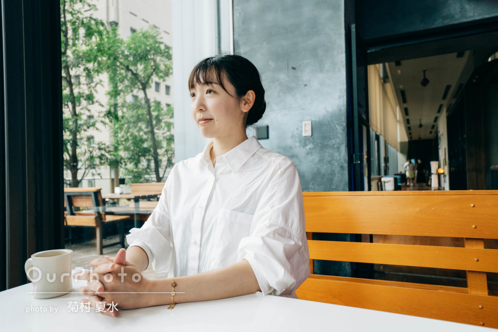 「ナチュラルで柔らかい感じがいい」カフェでプロフィール写真の撮影