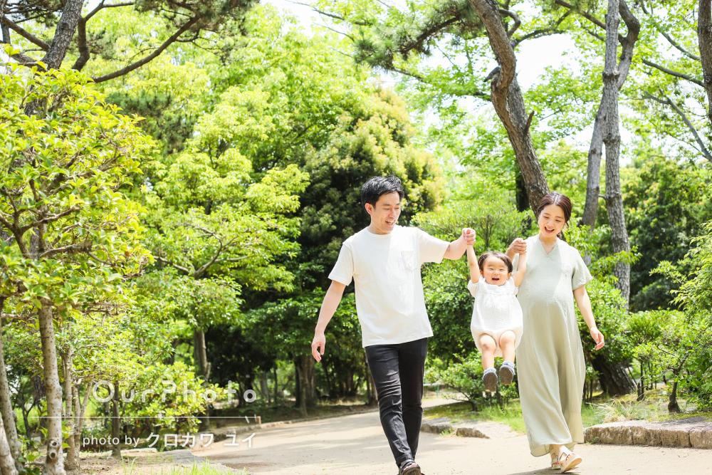 「宝物が増えました」緑あふれる初夏の公園で家族写真の撮影