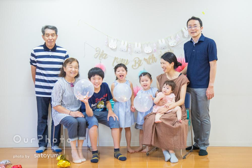「動き回る子ども達をうまく誘導して」誕生日のお祝いに家族写真の撮影