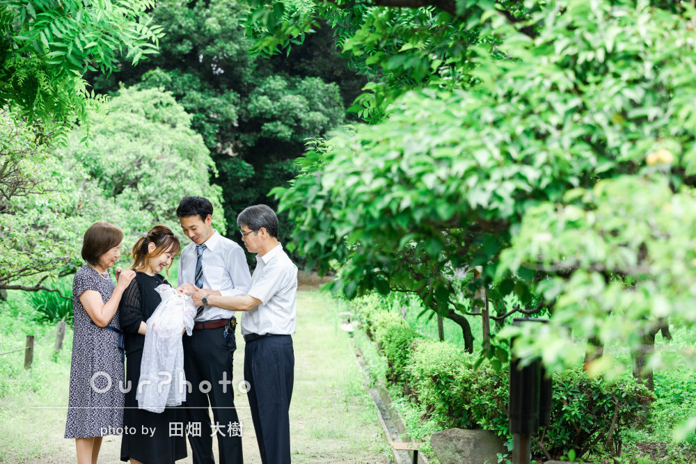「素敵な写真ばかりで大変満足です!」緑豊かな神社でお宮参りの撮影