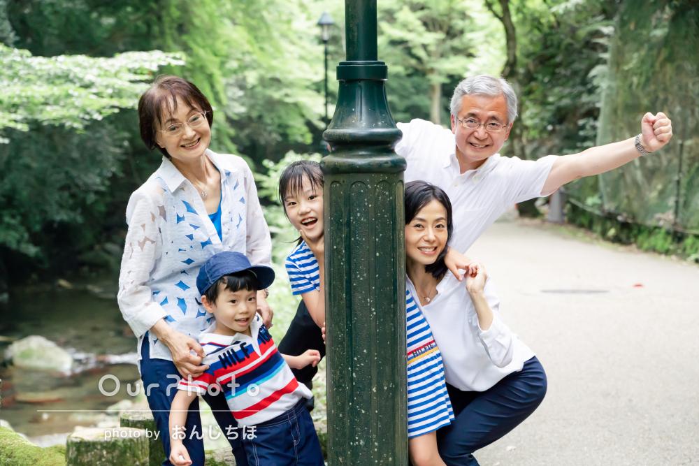 「写真の出来上がりも大変良く、大満足です」緑が爽やかな家族写真の撮影