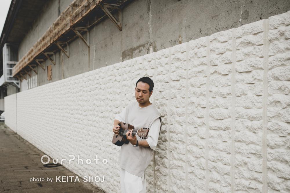 「かっこいい理想的な写真」白コーデでクールなアーティスト写真の撮影