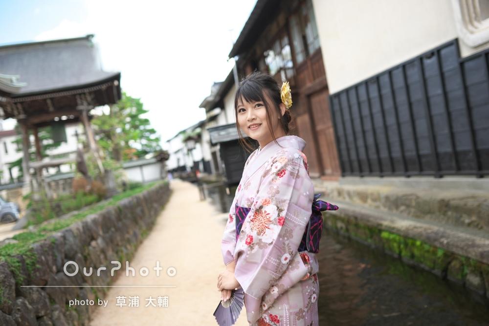 日本旅行の記念に!着物を着て古い街並みを散策している様子を撮影してほしい