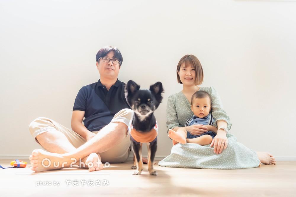 「うちの家族らしい写真が撮れて満足」お家でナチュラルな家族写真の撮影