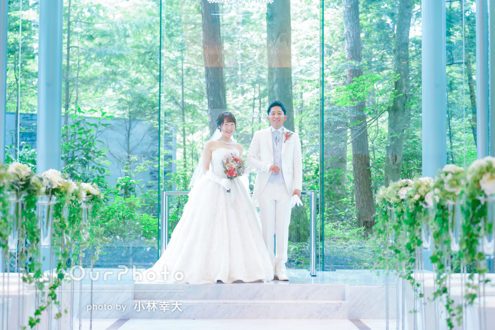 「皆が笑顔で幸せたっぷりの写真」結婚式でのカップルフォトの撮影
