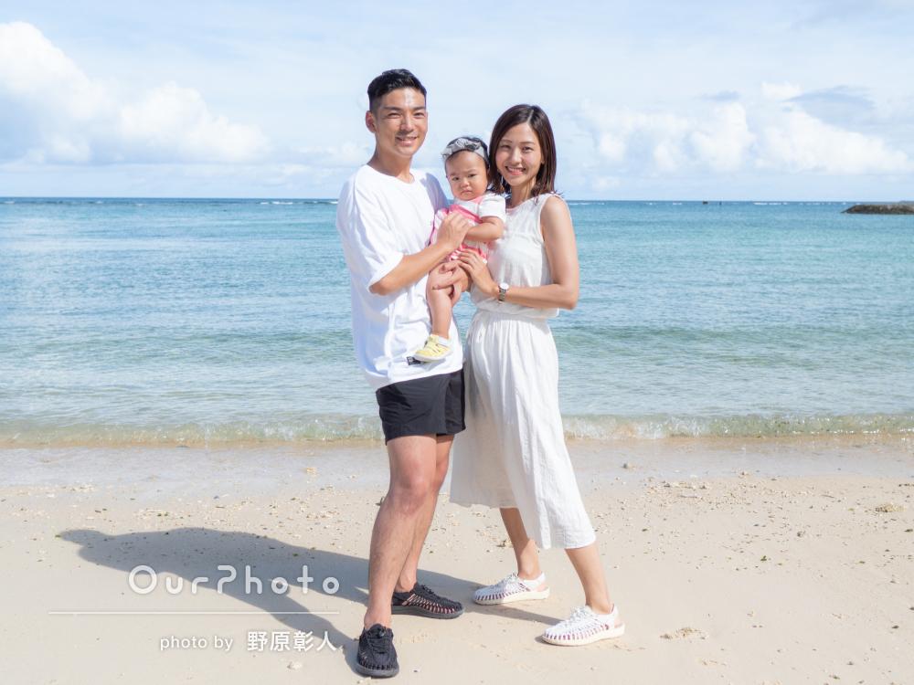 「色んなパターンの写真を沢山」ビーチで楽しげな家族写真の撮影
