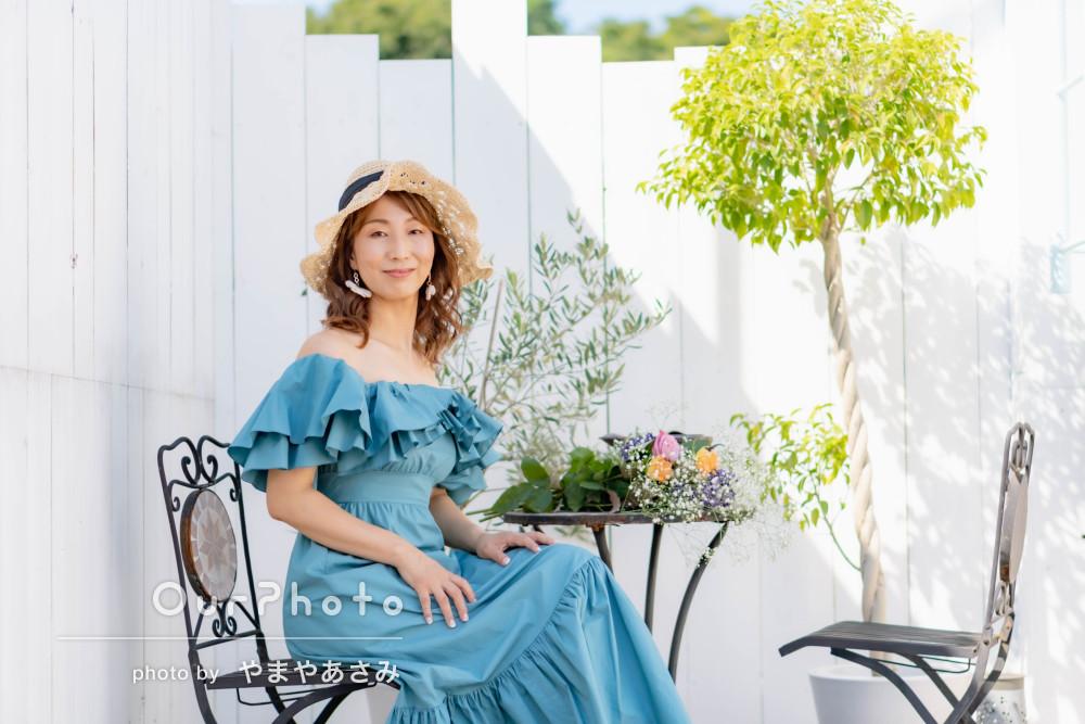 「想像以上の出来の写真」夏らしい光感じる女性プロフィール写真の撮影