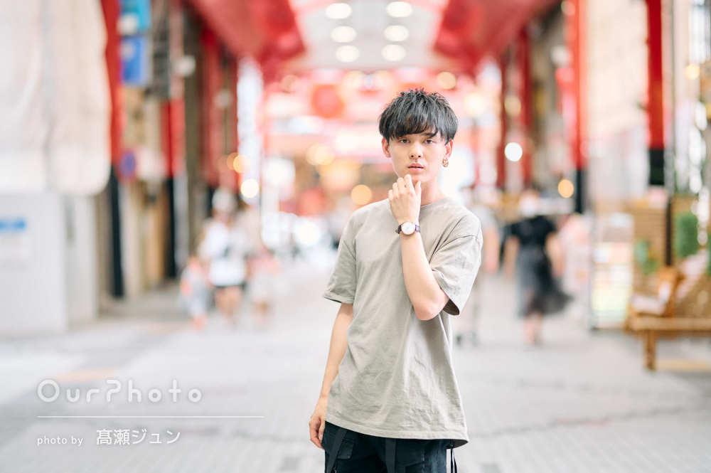 クールな表情がかっこいい!街中での男性プロフィール写真の撮影