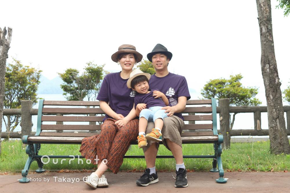 「楽しい撮影ありがとうございました」お揃いの服を着て家族写真の撮影