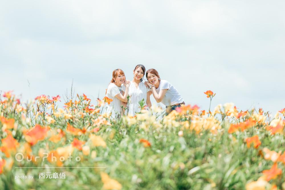 「絶対に自分では撮れない素敵な写真」お花畑で楽しそうな友フォトの撮影