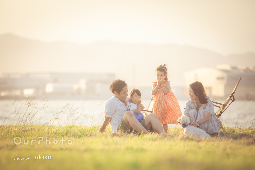 「子供たちもよく懐いて自然な表情で」長い髪の娘さんと家族写真の撮影