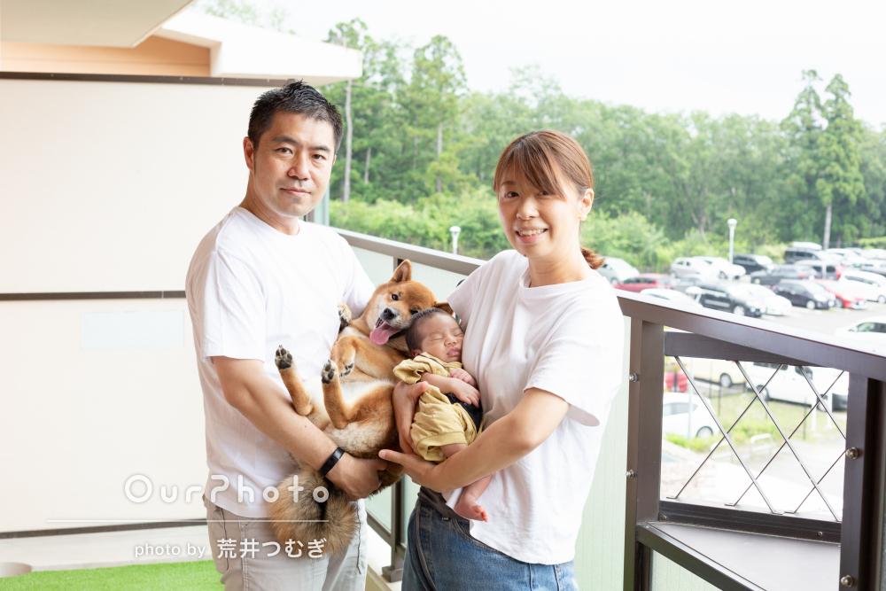 パパママワンちゃんみんな一緒に!幸せいっぱいな家族写真の撮影