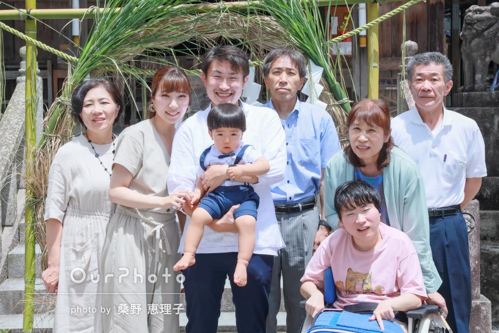 「とてもありがたかったです」神社で餅踏みの様子と家族写真の撮影