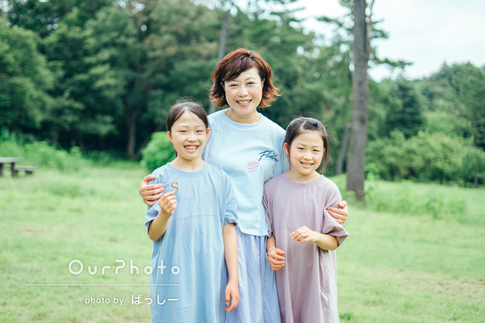 「自然な笑顔の素敵な写真を撮っていただき」双子姉妹の家族写真の撮影