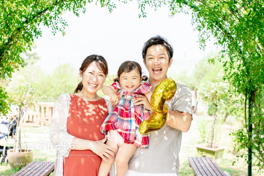 出張撮影は「メリットがたくさん」ひまわり畑でお誕生日に家族写真の撮影