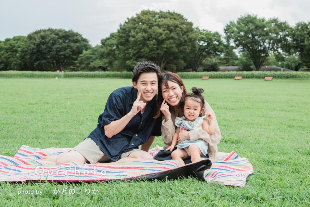 「お人柄もとても素敵で家族みんなリラックス」女の子の家族写真の撮影