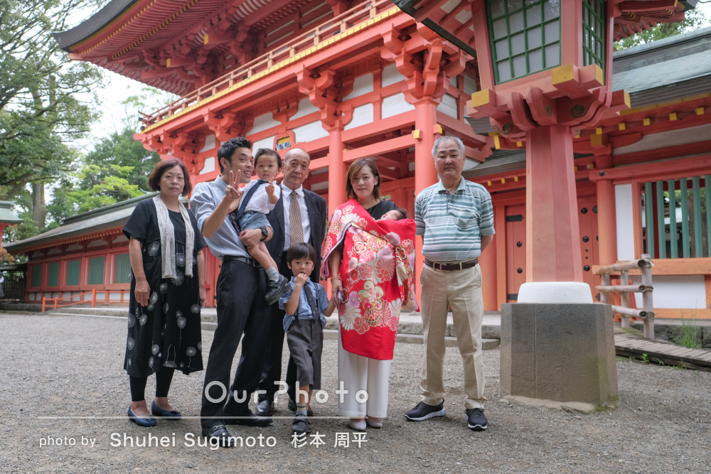 兄弟のショットが可愛い!神社で祖父母も一緒に大人数でお宮参りの撮影