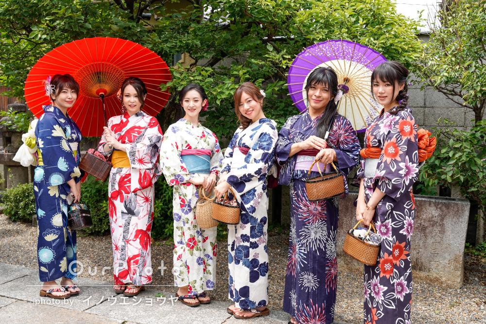 浴衣と和傘の組み合わせがとても風流!京都で大人数の友フォト撮影
