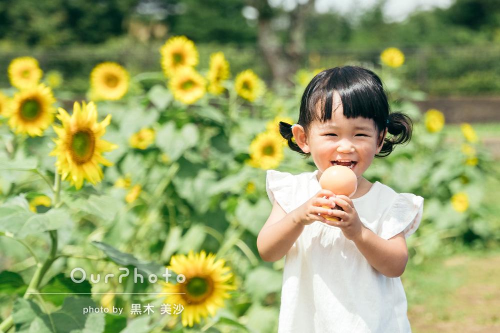 「子どものペースに合わせて」ひまわり畑で元気な笑顔!家族写真の撮影