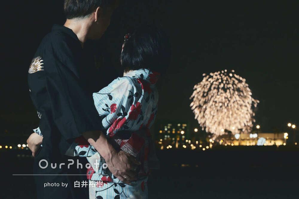 「想像をはるかに超える写真たちで大満足」花火を背景に家族写真の撮影