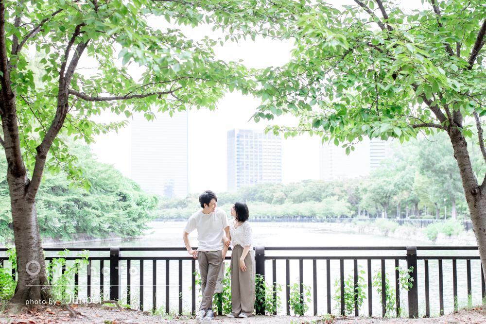 大切な日に自然豊かな公園で!幸せに包まれたカップルの撮影