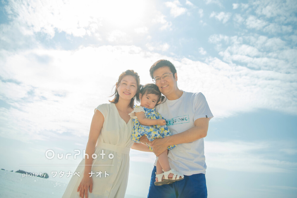 「とてもリラックスして撮影できました」輝く海を背景に家族写真の撮影