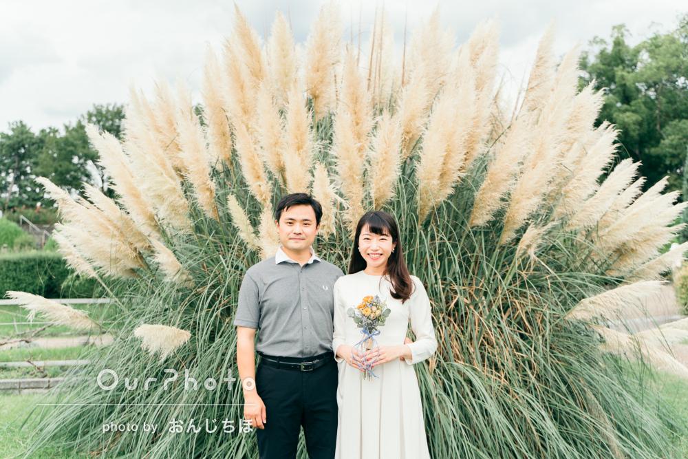 「とても雰囲気のいい素敵な写真」公園で結婚式用のカップルフォトの撮影