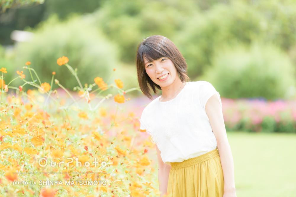 「楽しく臨むことができました」綺麗な花と一緒にプロフィール写真の撮影