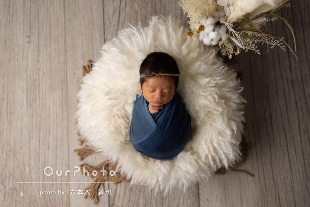 光の入り方が美しく赤ちゃんへの深い愛情に溢れたニューボーンフォト撮影