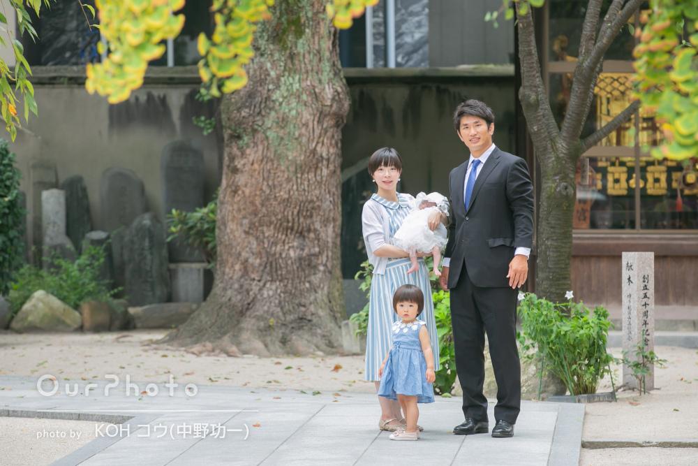 可愛らしいお姉ちゃんと赤ちゃんを中心に幸せ溢れるお宮参り写真の撮影