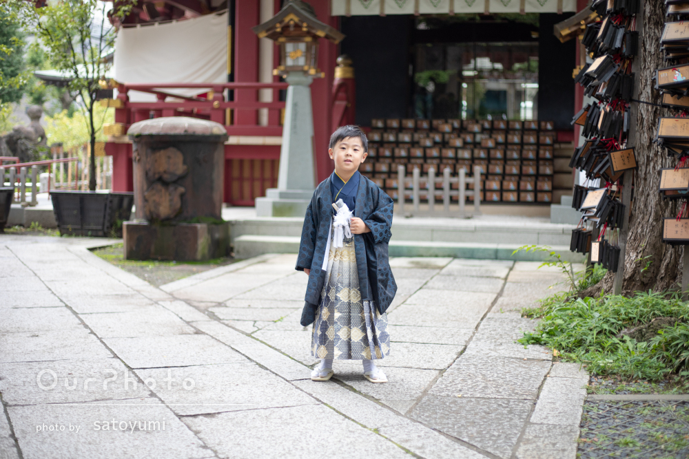 濃紺の着物がかっこいい!凛々しさと活発さが伝わる男の子の七五三の撮影