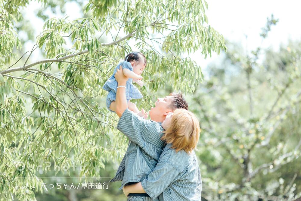 「一生の思い出ができました」リンクコーデで仲睦まじい家族写真の撮影