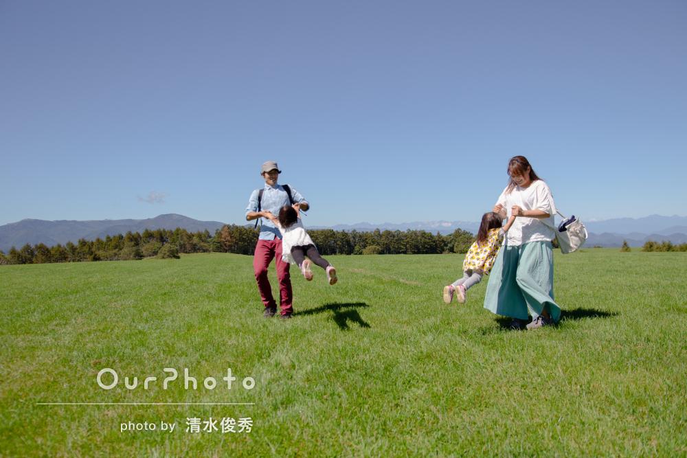 「人見知りをしていた子供達も最後には笑顔に」牧場で家族写真の撮影