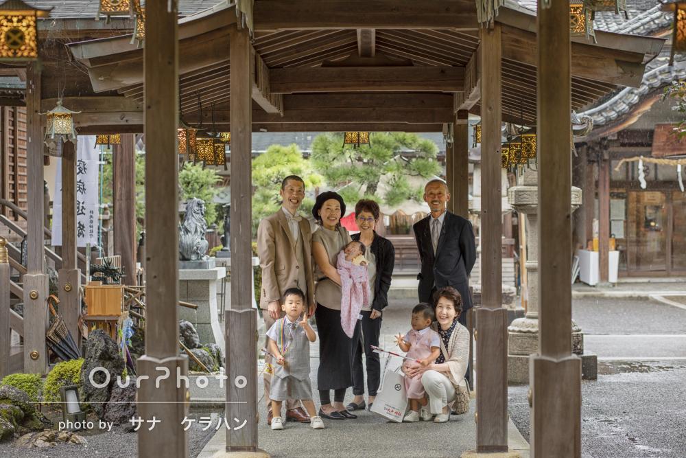 「家族全員とても喜んでいます」大人数で雨の日にお宮参りと七五三の撮影