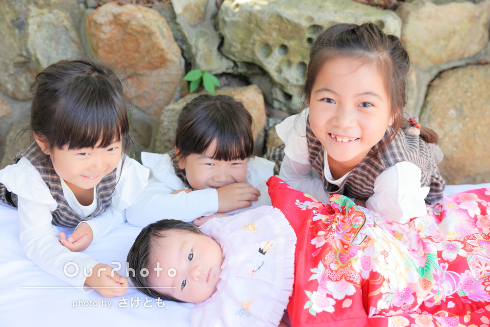 「赤ちゃん特有のしぐさや姉妹の仲良くしている様子を」お宮参りの撮影